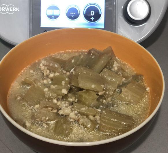 Cardo con Salsa de Almendras