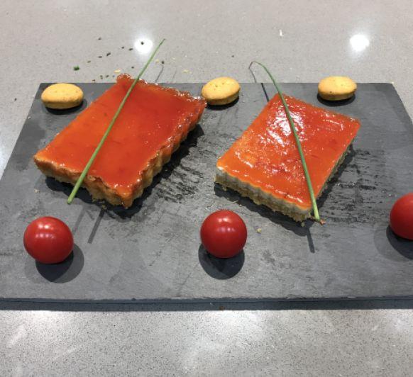 Biscuit de queso y foie con mermelada de tomate