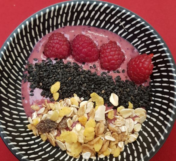 SMOOTHIE BOWL DE YOGUR Y REMOLACHA