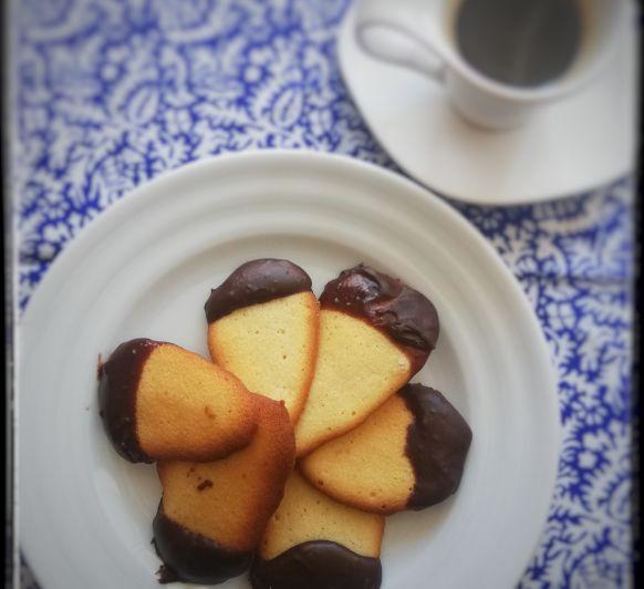 LENGUAS DE GATO CON CHOCOLATE
