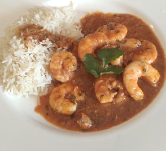 Curry casero con langostinos y arroz basmati