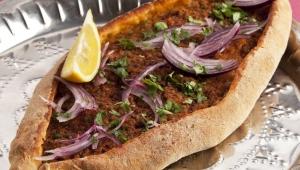 Pizza Turca, diferente y deliciosa.